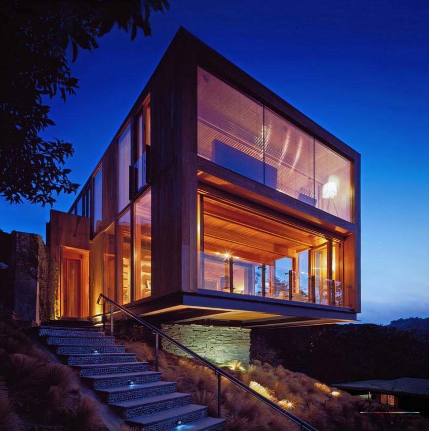 Фантастический дом на взгорье