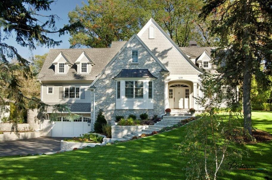 Къща в пастелни цветове