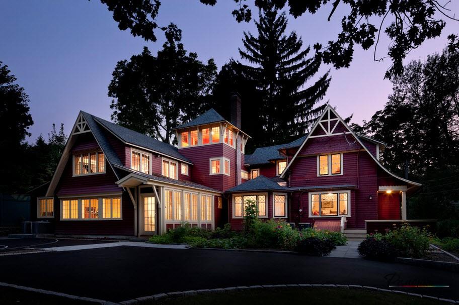 Живописна вила с двускатен покрив