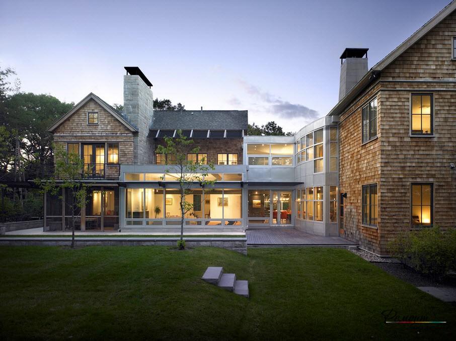 Къща с галерия на открито