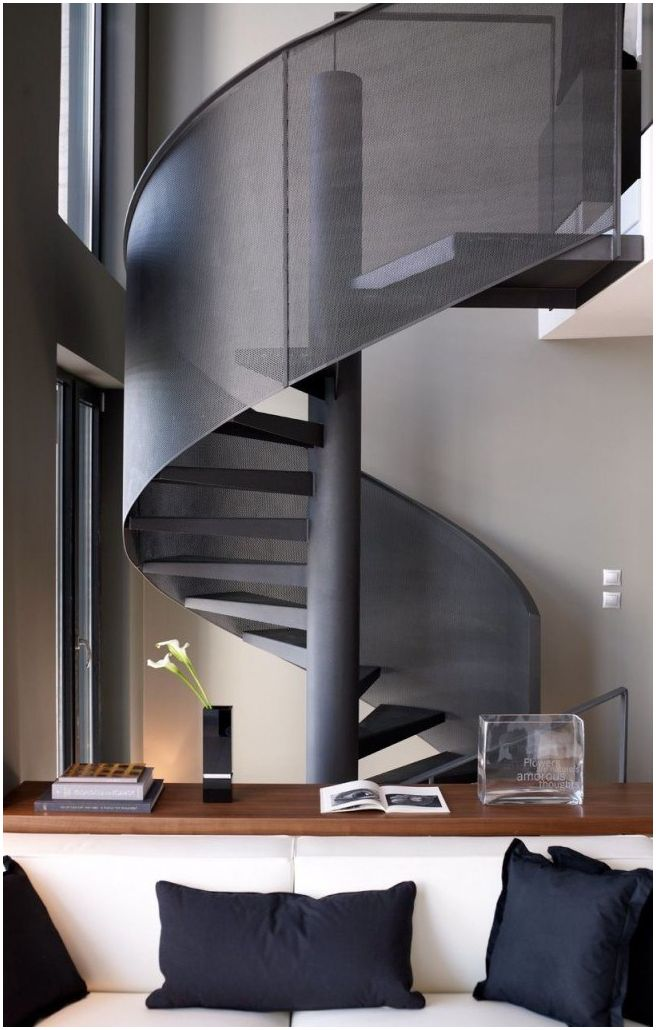 Escalier en colimaçon: un élément de design gracieux dans votre maison
