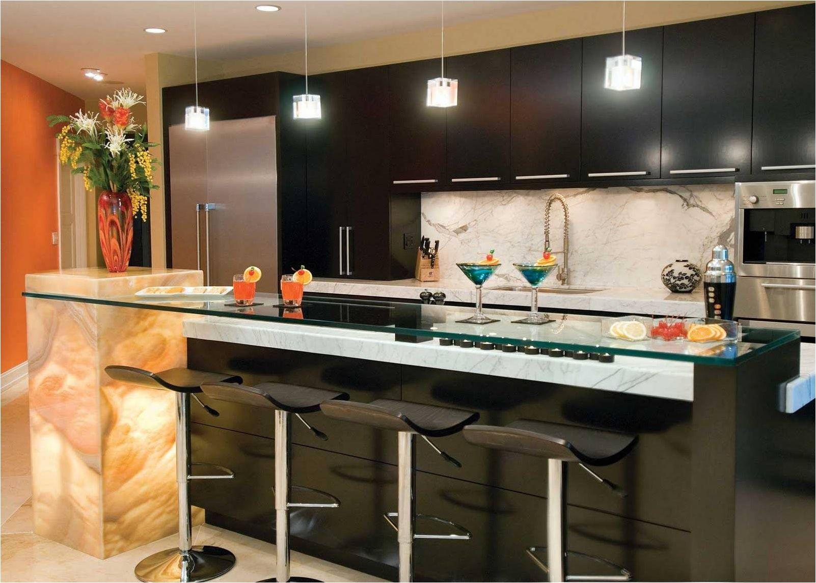 черная кухня с барной стойкой